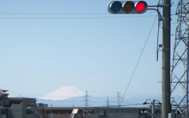 新川崎駅から見た富士山(2009/4/2)