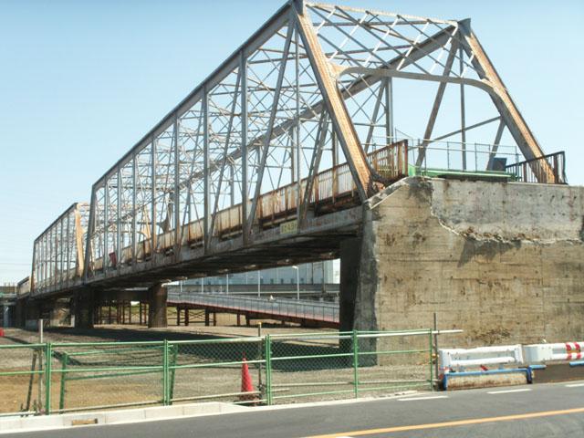 新川崎駅近くの陸橋(2009/4/2)