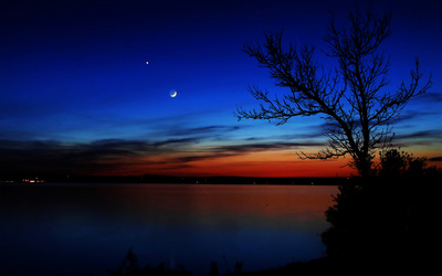crescent moon near venus